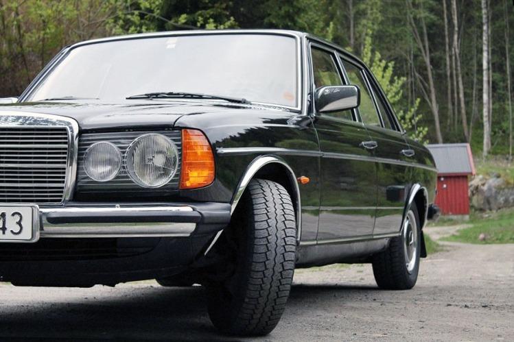 Mercedes 250 W123_4